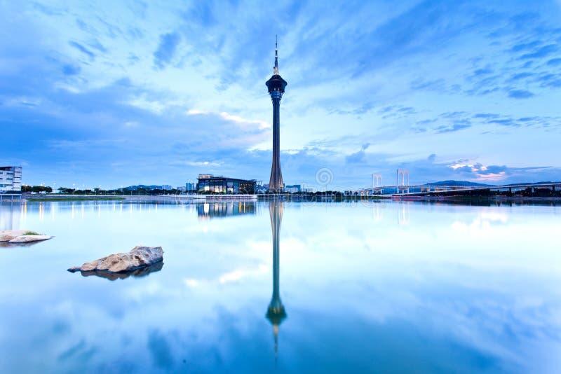 Coucher du soleil de Macao le long d'étang image stock