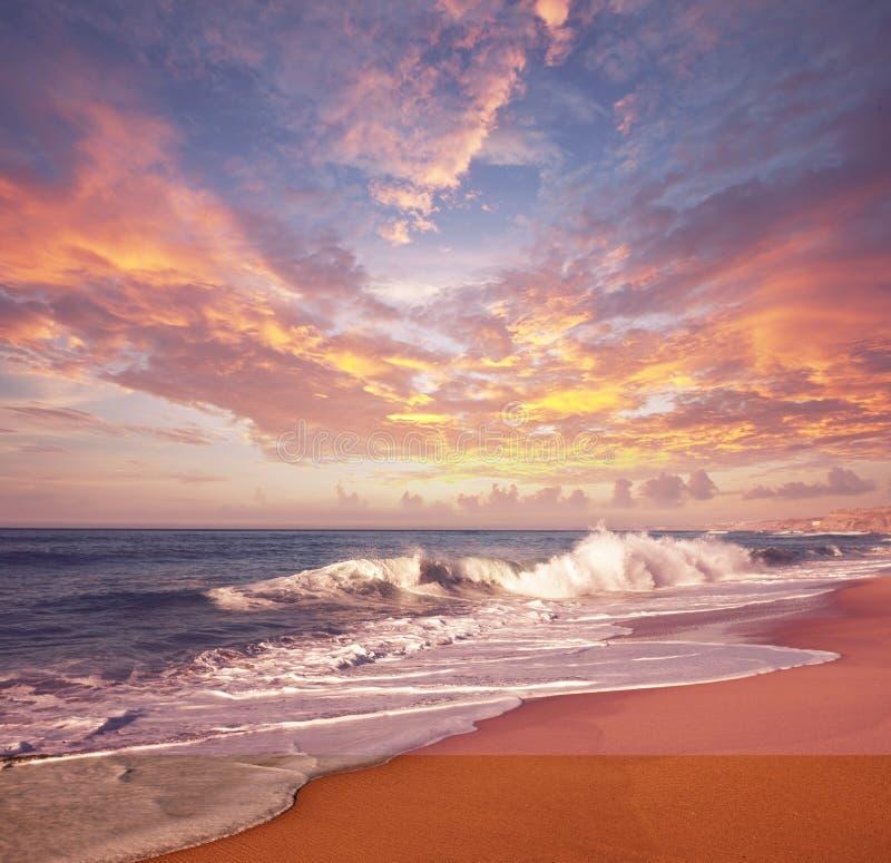 Coucher du soleil de mer photographie stock