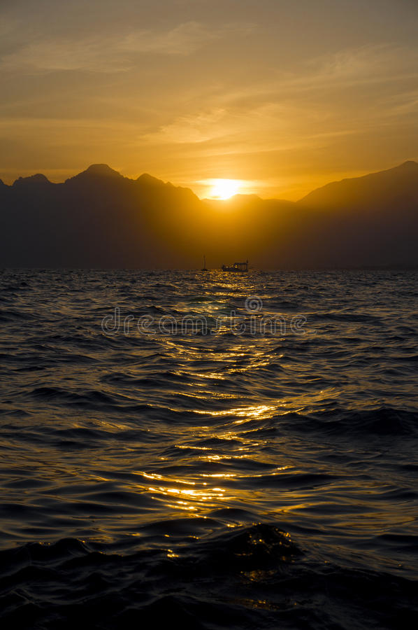 Coucher du soleil de mer de Medterranean, coucher du soleil étonnant à Antalya photo stock