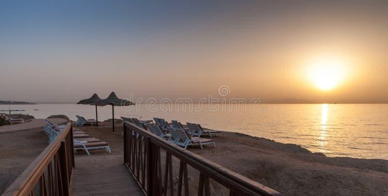 Coucher du soleil de mer en Egypte images stock