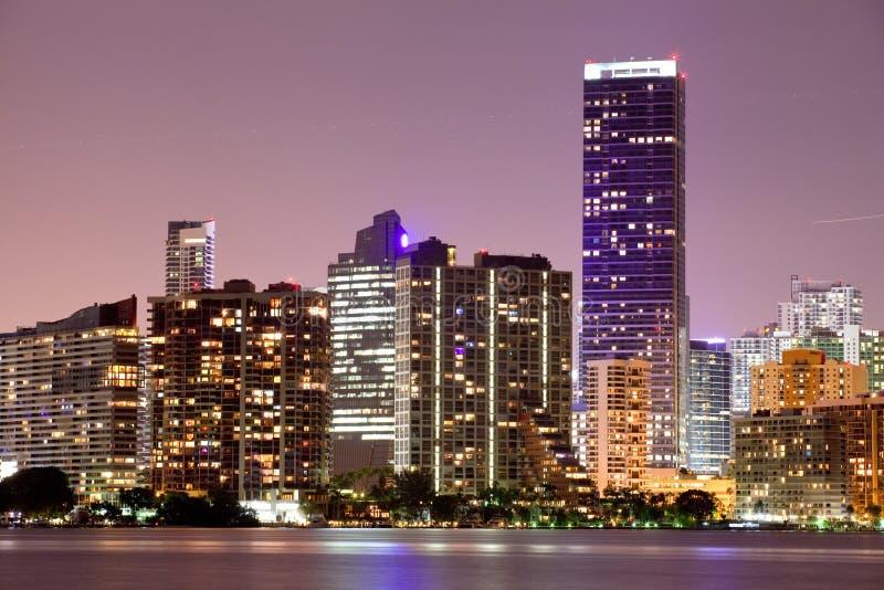Coucher du soleil de Miami la Floride au-dessus des constructions du centre photo stock