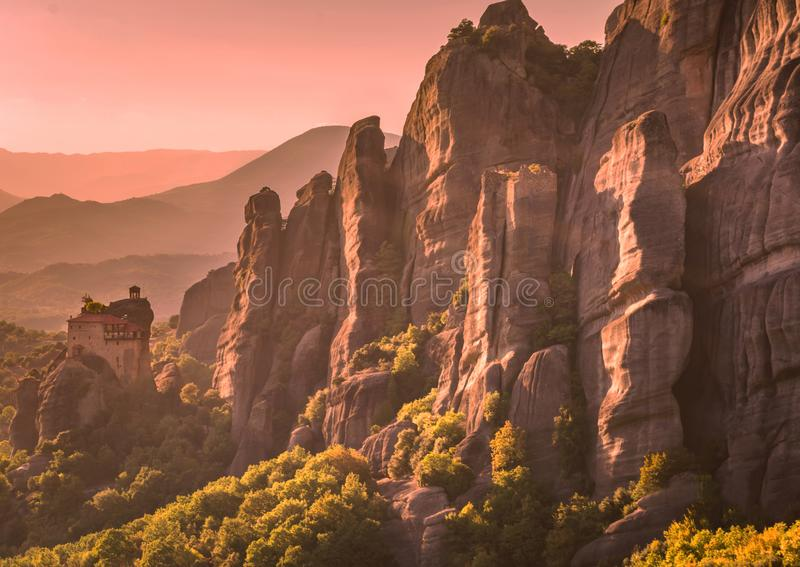 Coucher du soleil de monastères de Meteora photographie stock libre de droits