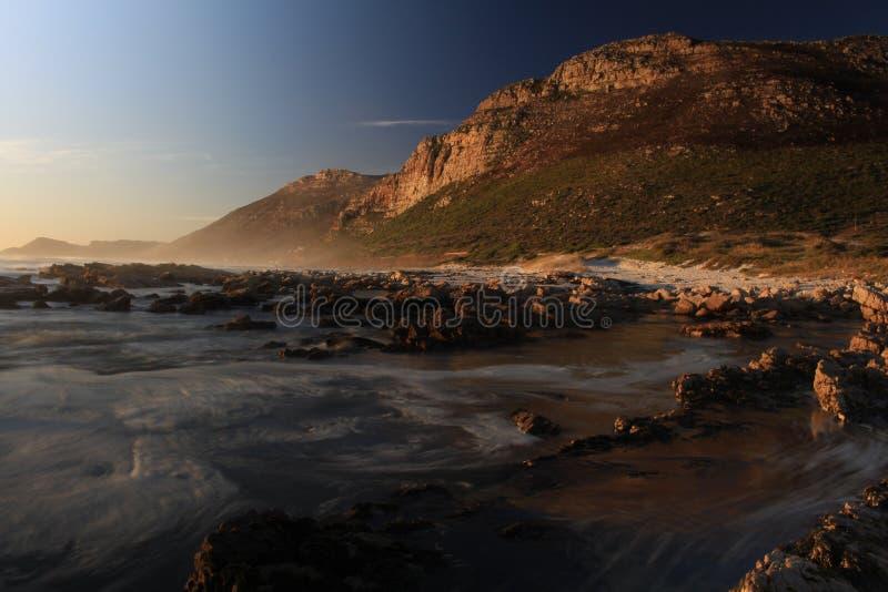 Coucher du soleil de montagne d'océan de Scarborough Cape Town photographie stock