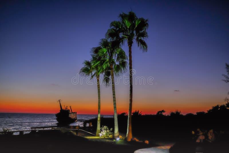 Coucher du soleil de naufrage en Chypre photos libres de droits