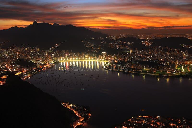 Coucher du soleil de nuit de ville de Rio de Janerio photographie stock