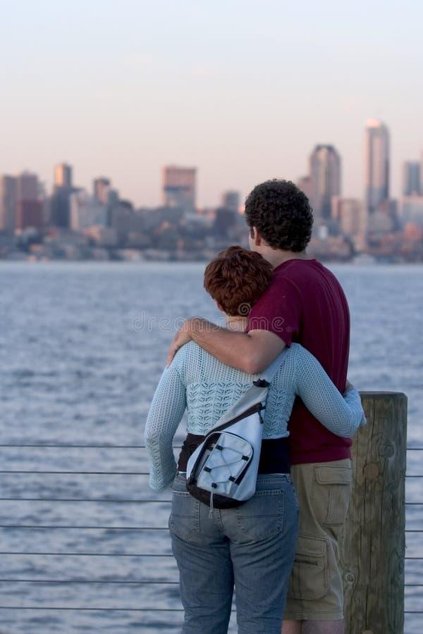 Coucher Du Soleil De Observation De Couples Images libres de droits