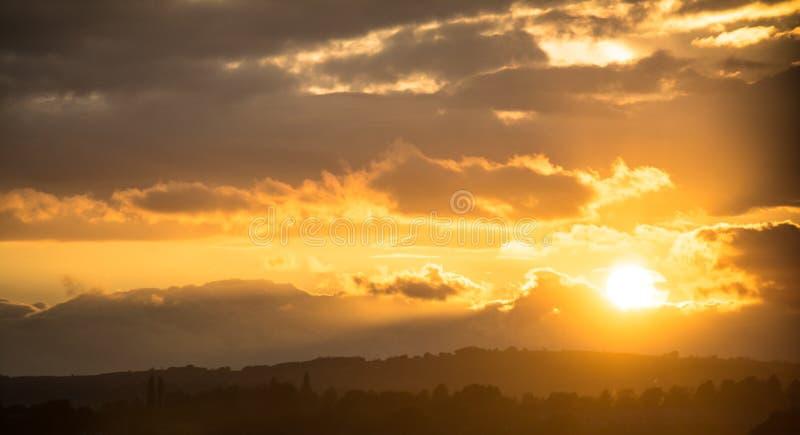 Coucher du soleil de pays photo stock