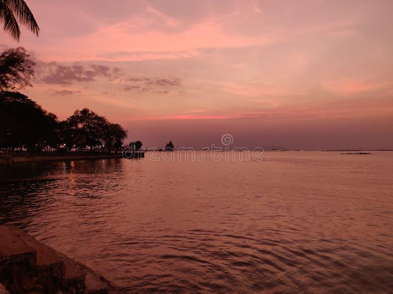 Coucher du soleil de paysage marin chez Koh Loy, Sri Racha, Chonburi, Thaïlande image libre de droits