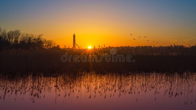 Coucher du soleil de phare de Cape May image stock