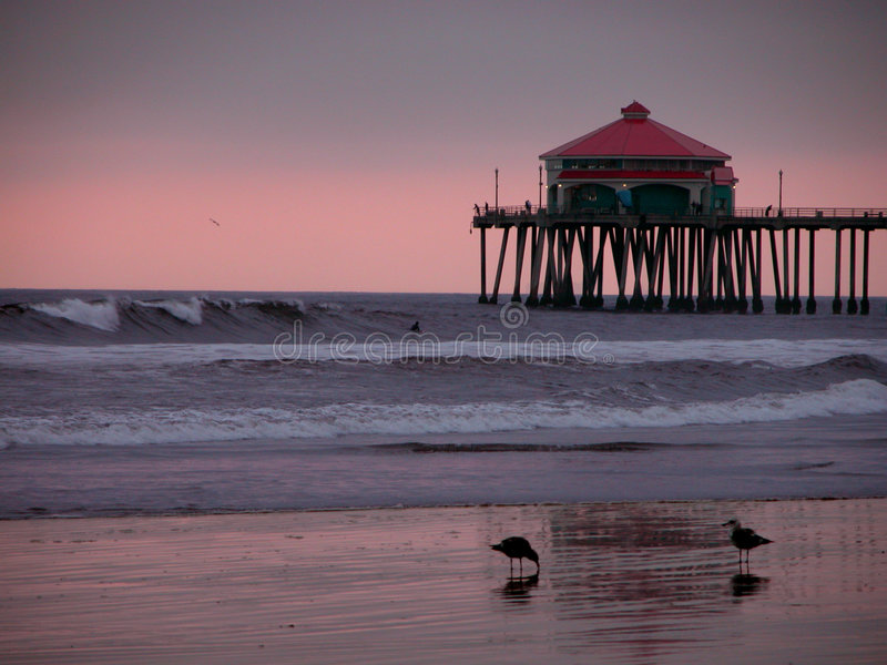 Coucher du soleil de pilier de Huntington Beach images libres de droits