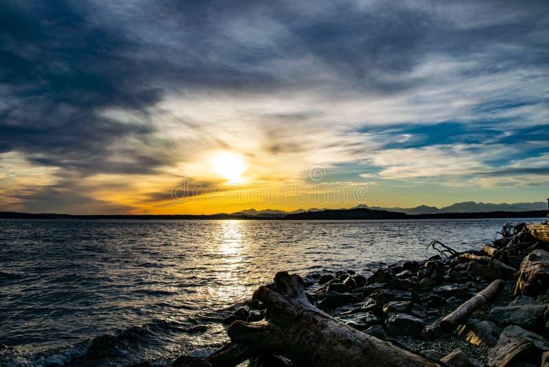 Coucher du soleil de plage d'Alki image stock