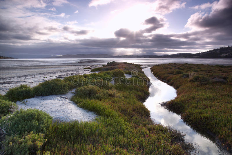 Coucher du soleil de plage de la Tasmanie photos stock