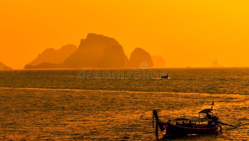 Coucher du soleil de plage Krabi, Thaïlande d'ao Nang images stock