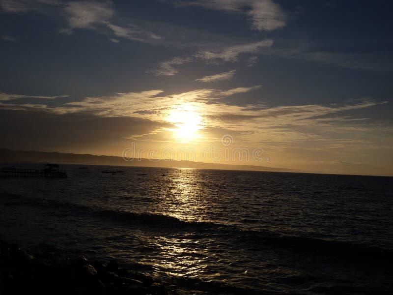 Coucher du soleil de plage de Pangandaran photos stock