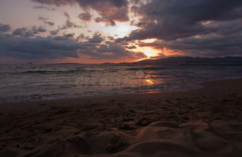 Coucher du soleil de plage sablonneuse en Majorque photographie stock