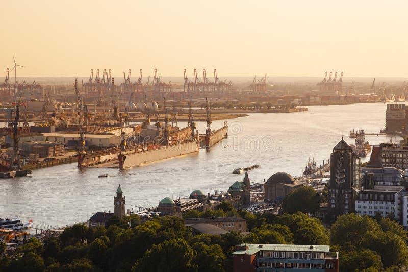 Coucher du soleil de port de Hambourg images libres de droits