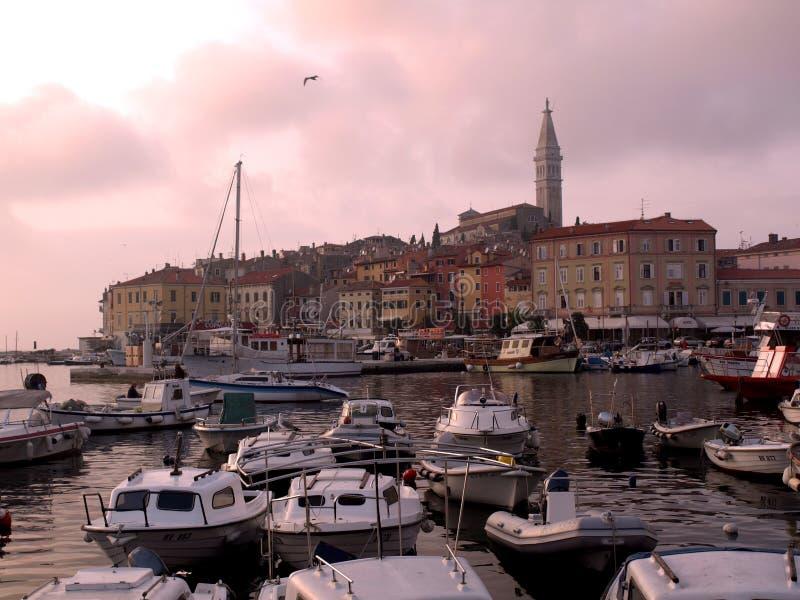 Coucher du soleil de port de Rovinj image libre de droits