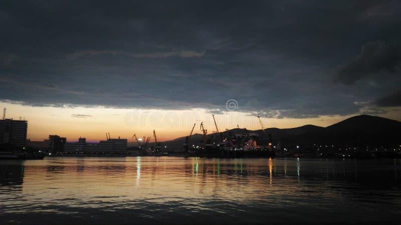 Coucher du soleil de port maritime photo libre de droits