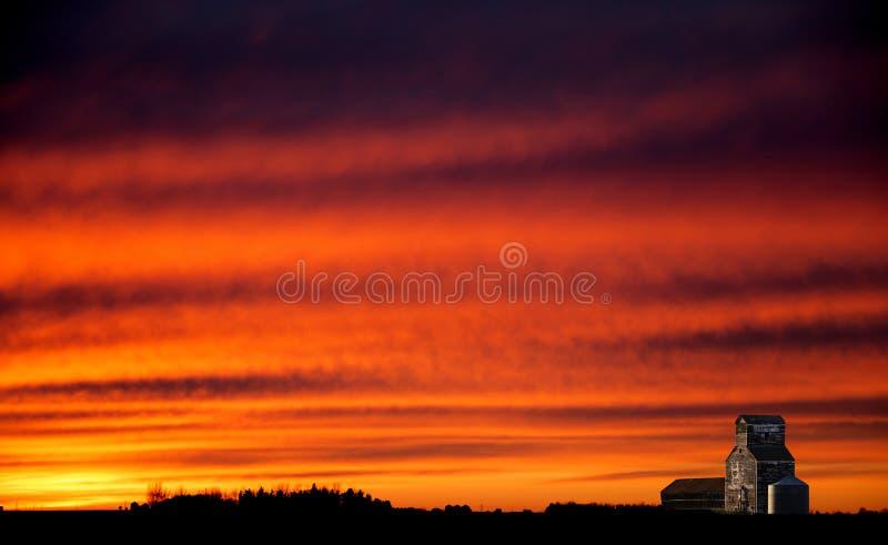 Coucher du soleil de prairie de Saskatchewan photographie stock libre de droits