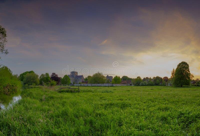 Coucher du soleil de ressort au-dessus d'hôpital de croix de St, Winchester, Hampshire, R-U photo stock
