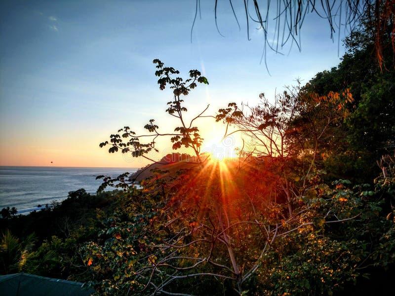 Coucher du soleil de Rican de côte photographie stock libre de droits