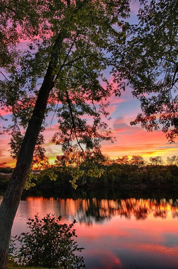 Coucher du soleil de rivière photo stock