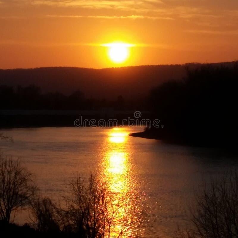 Coucher du soleil de rivière photos libres de droits