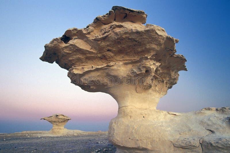 coucher du soleil de roche de champignon de couche image libre de droits