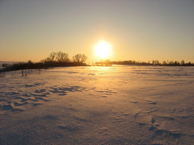 Coucher du soleil de soir?e d'hiver photographie stock