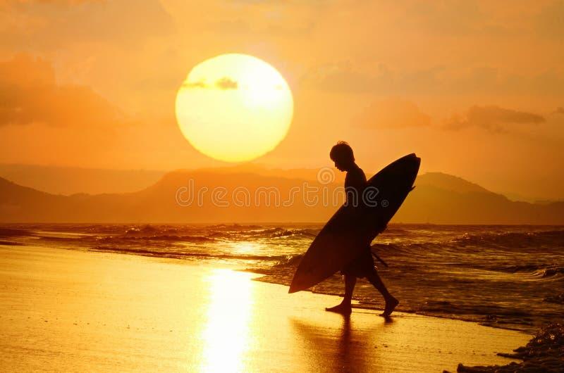 Coucher du soleil de St de surfer photographie stock