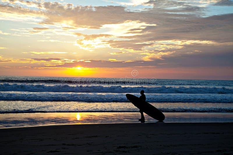 Coucher du soleil de surfer image libre de droits