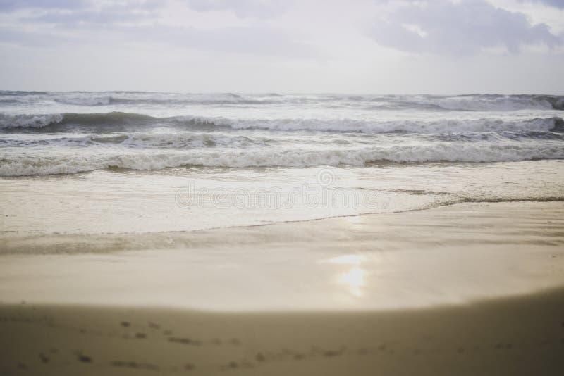 Coucher du soleil de tristesse en automne photo libre de droits