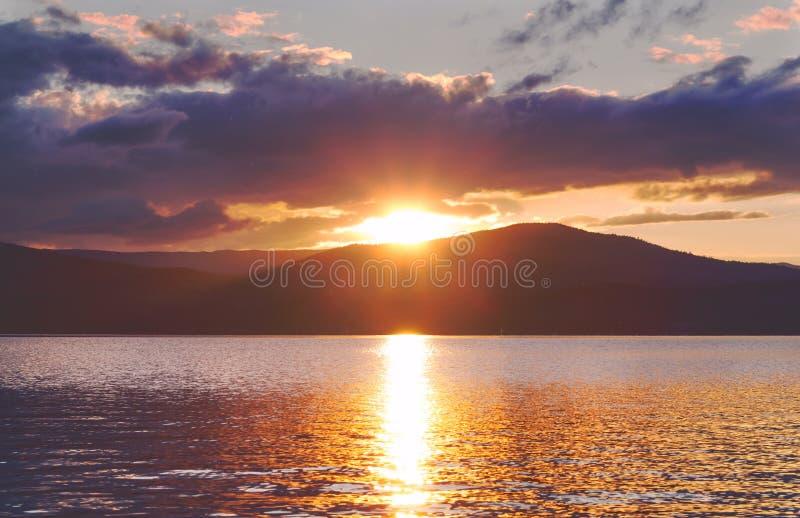 Coucher du soleil de Turgoyak photographie stock