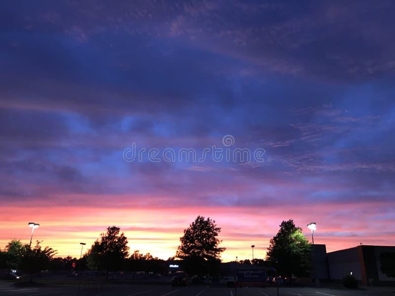 Coucher du soleil de ville à richmond VA photos libres de droits