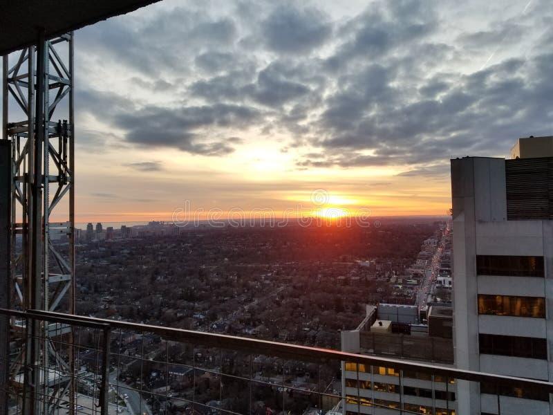 Coucher du soleil de ville photographie stock