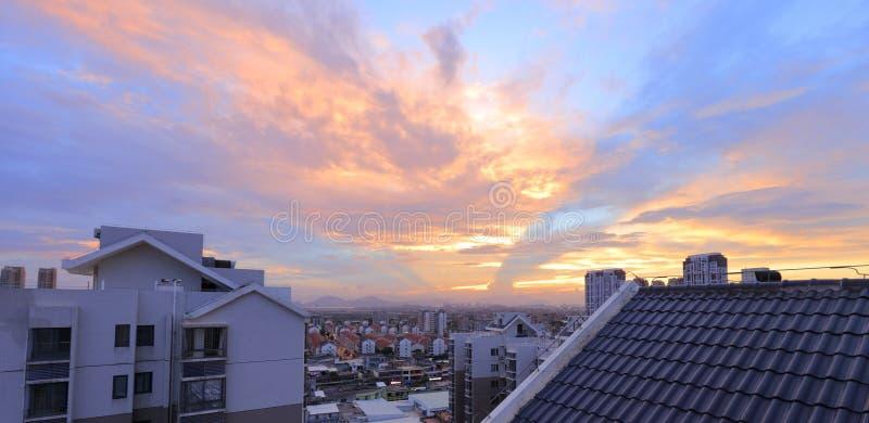 Coucher du soleil de ville de Xindian, adobe RVB photographie stock