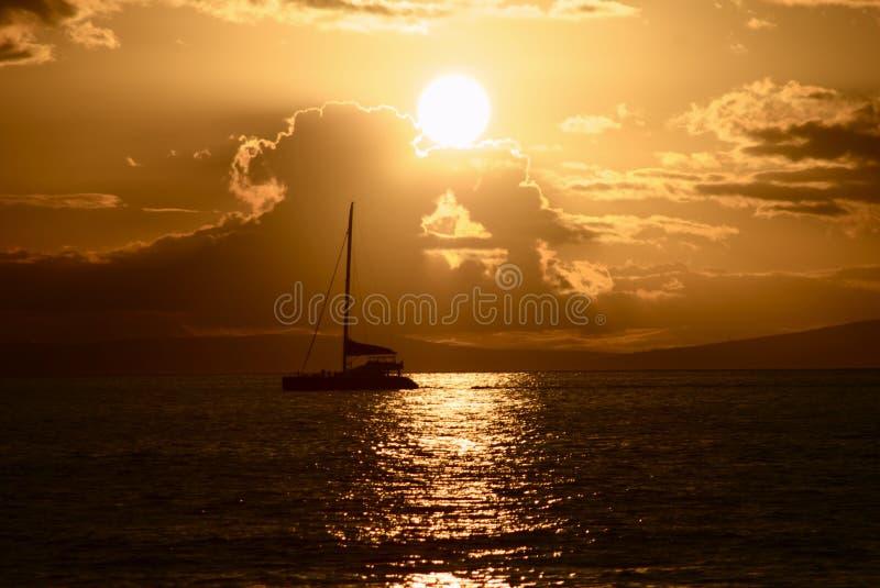 coucher du soleil de voile image stock