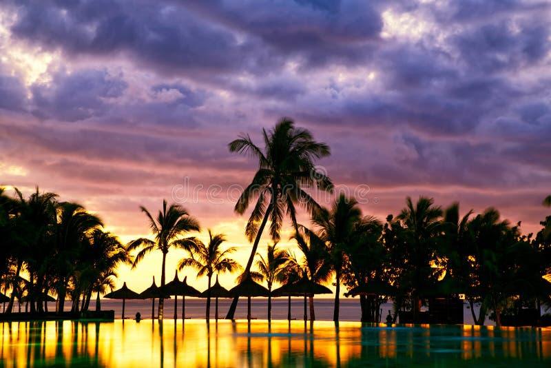 Coucher du soleil des Îles Maurice images libres de droits