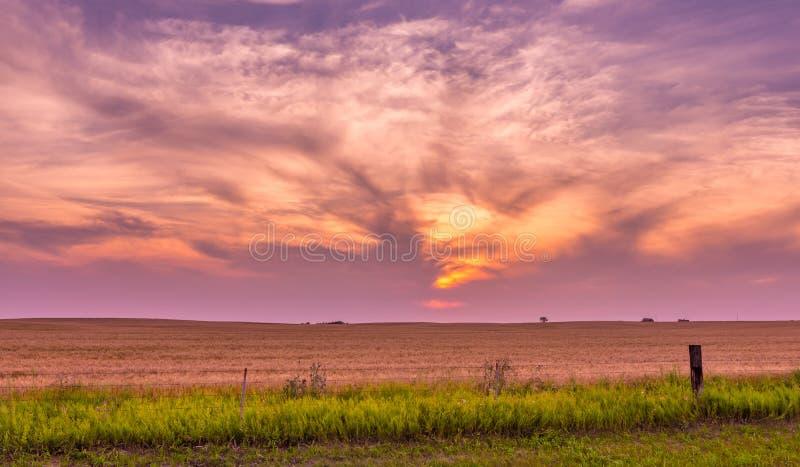 Coucher du soleil du Dakota du Nord près de Bismarck images libres de droits