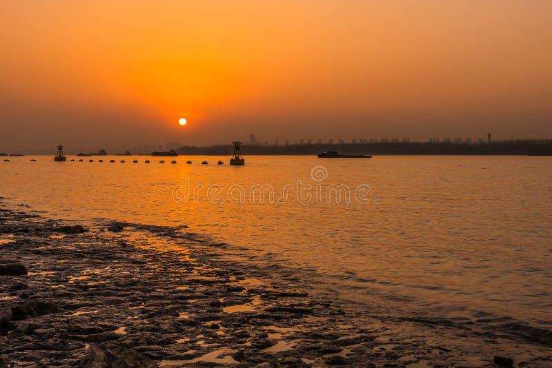 Coucher du soleil du fleuve Yangtze image stock