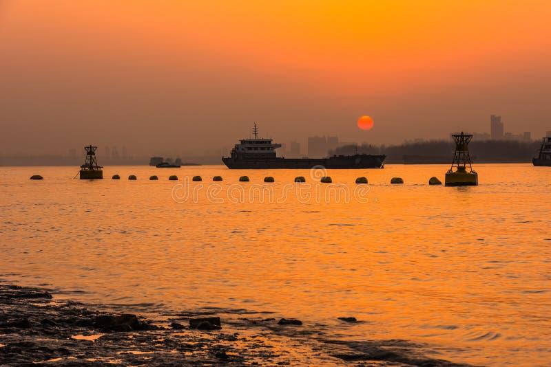 Coucher du soleil du fleuve Yangtze photo libre de droits