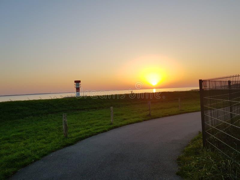 Coucher du soleil en Allemagne à la région d'Elbe photographie stock