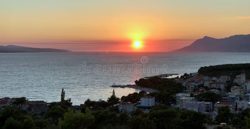 Coucher du soleil en Croatie photos stock