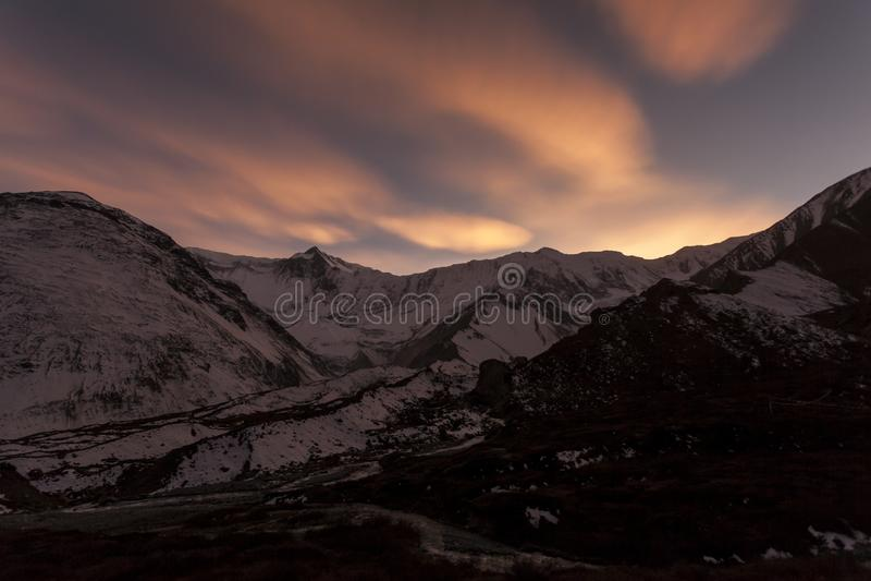 Coucher du soleil en Himalaya Camp de base de Tilicho, Népal, région de conservation d'Annapurna images libres de droits