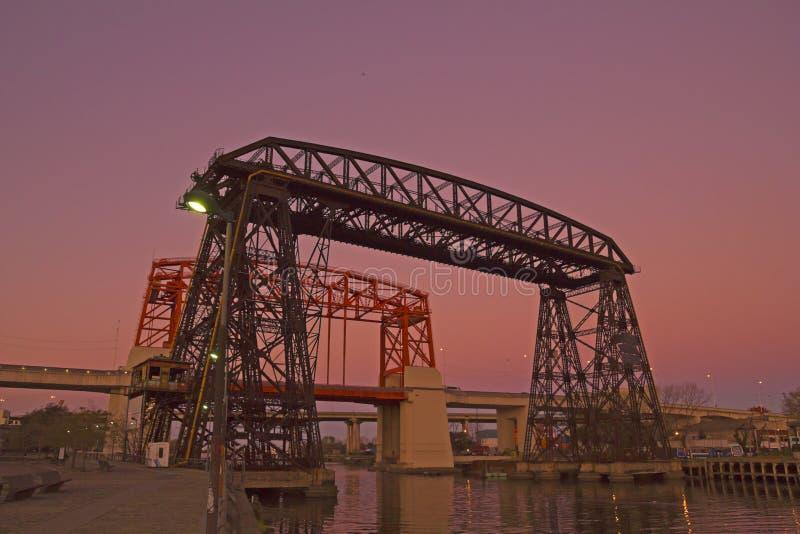 Coucher du soleil en La Boca, pont, dans le secteur de Boca La Boca de La, Buenos A photographie stock