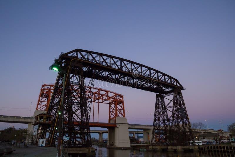 Coucher du soleil en La Boca, pont, dans le secteur de Boca La Boca de La, Buenos A image stock