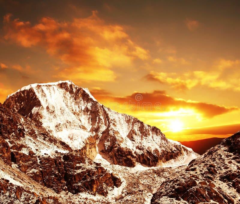 Coucher du soleil en montagne de Cordillères photo stock