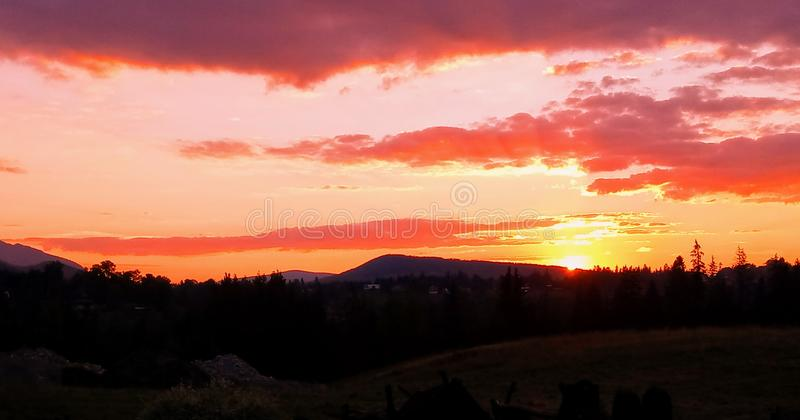 Coucher du soleil en montagnes de tatra dans le koscielisko photographie stock