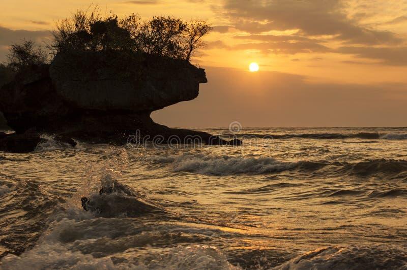 Coucher du soleil en plage de jimbaran photo stock