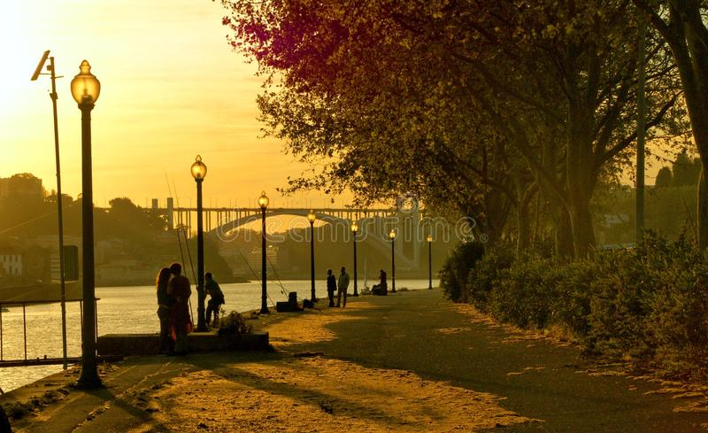 Coucher du soleil en rivière de Douro photographie stock libre de droits
